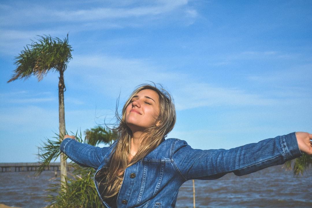 """* IN PORTUGUESE - BRAZIL * Esse foi um dia em que eu e minha namorada fomos viajar para o interior, era aniversário do meu primo. Neste final de semana nos descobrimos que minha namorada estava grávida. Perto da fazendo havia uma parte de um lago, conhecida como Praia de Arambaré. Essa foto me transmite as """"vibrações californianas""""."""