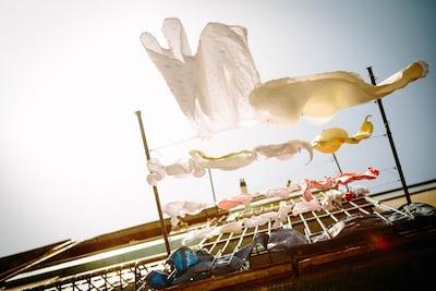 Lava la ropa de manera inmedianta nada más volver de la calle
