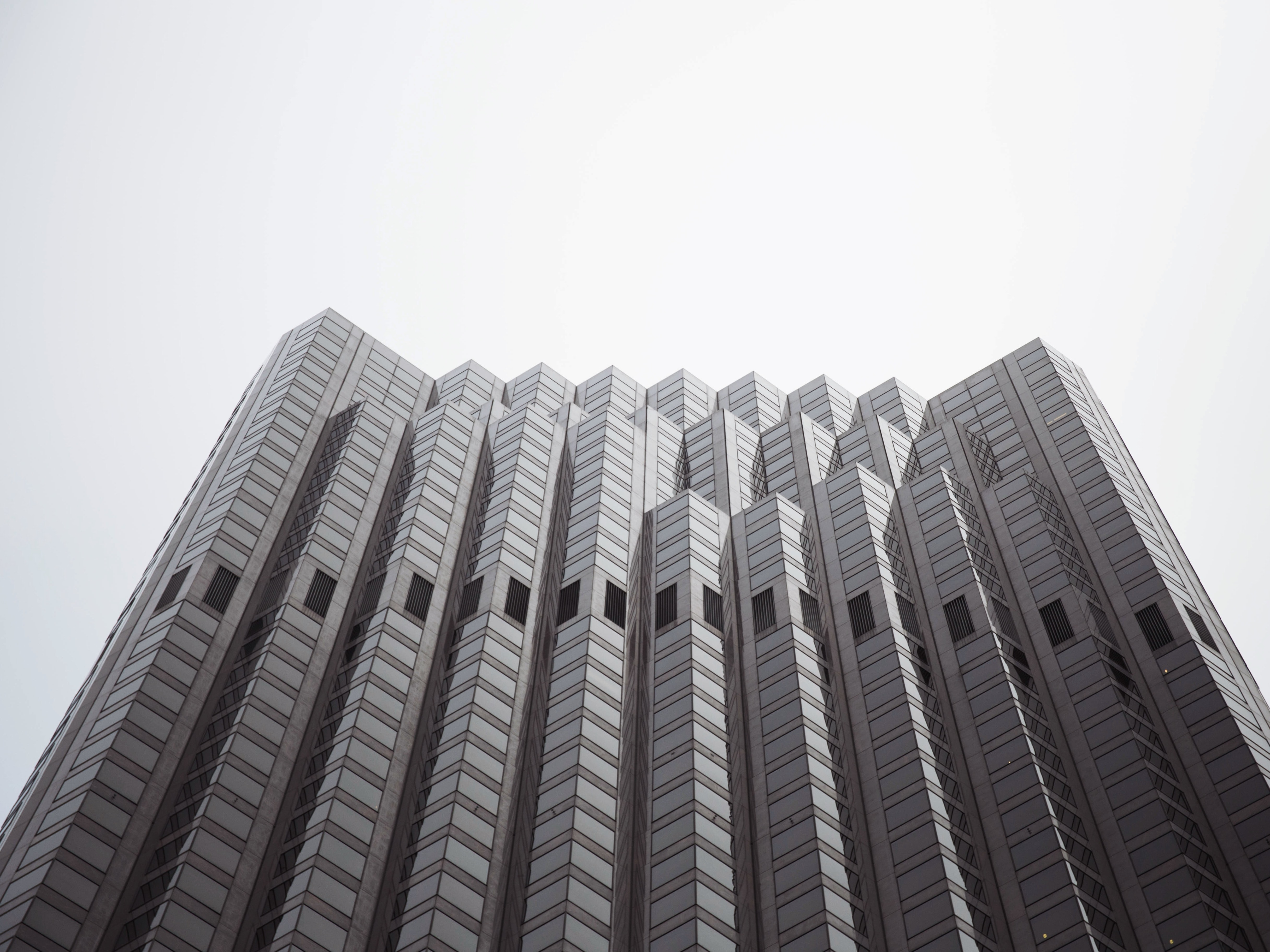 A tall building with multiple towers fused together into a wavy pattern