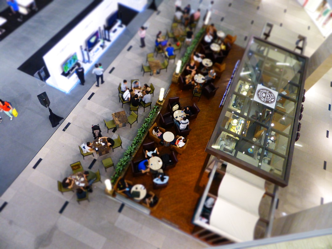 Shopping mall cafeteria meeting place with people