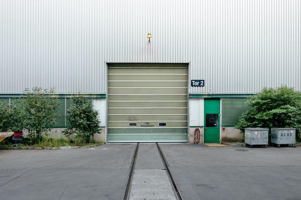 Door Urban Garage And Wall Hd Photo By Samuel Zeller