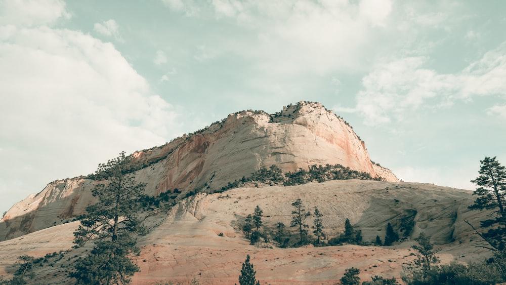 ground view photo of mountain during daytie