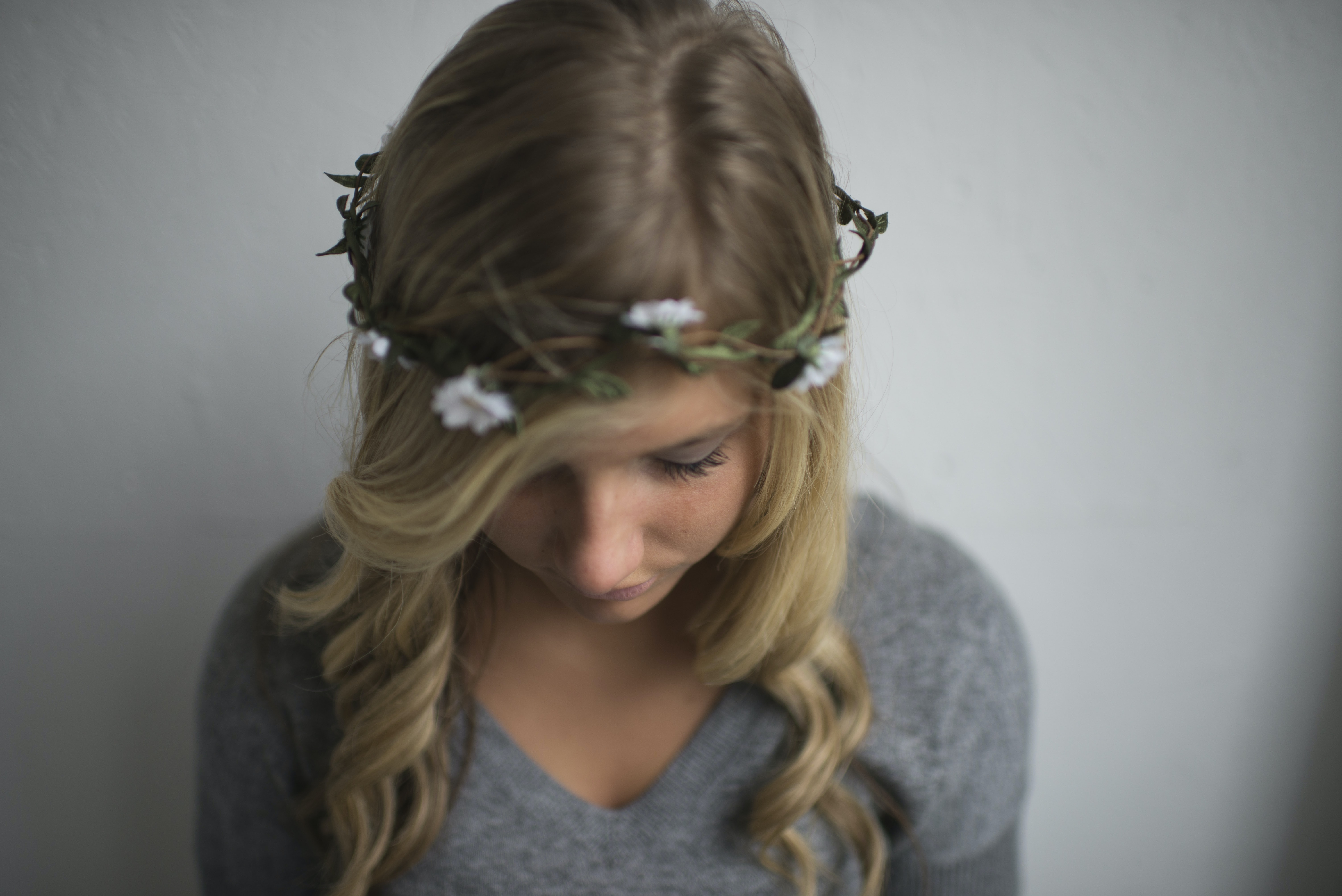 A blonde woman in a headband made of white flowers