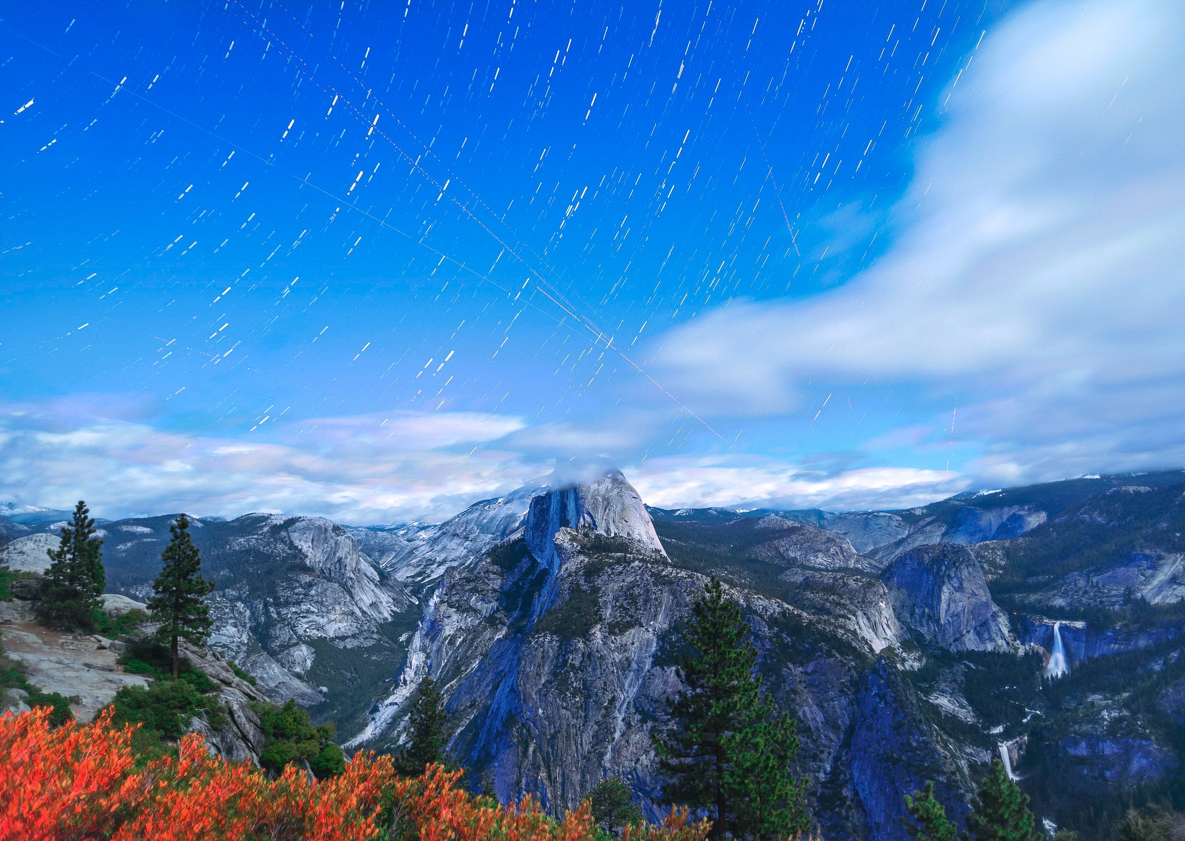 View from Glacier Point on the granite summits in Yosemite Valley on a bright day