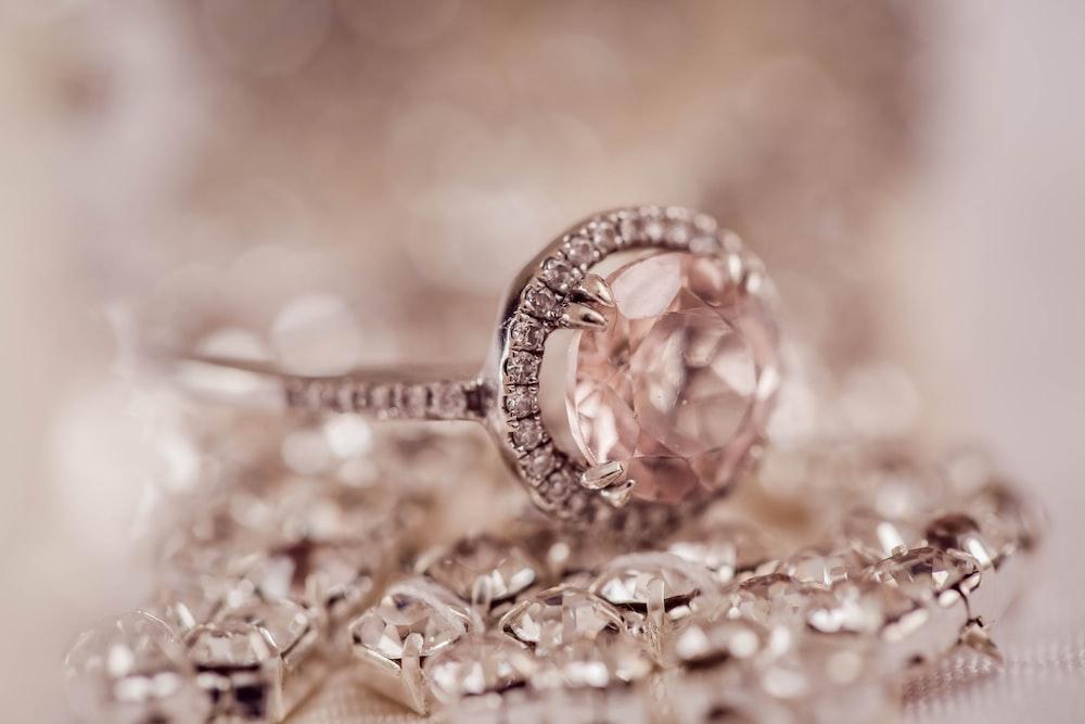 shallow focus photography of beige gemstone