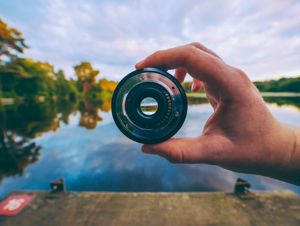 round gray and black camera lens