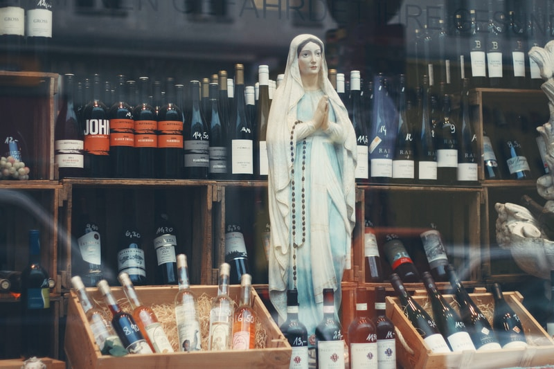 closeup photo of religious statue