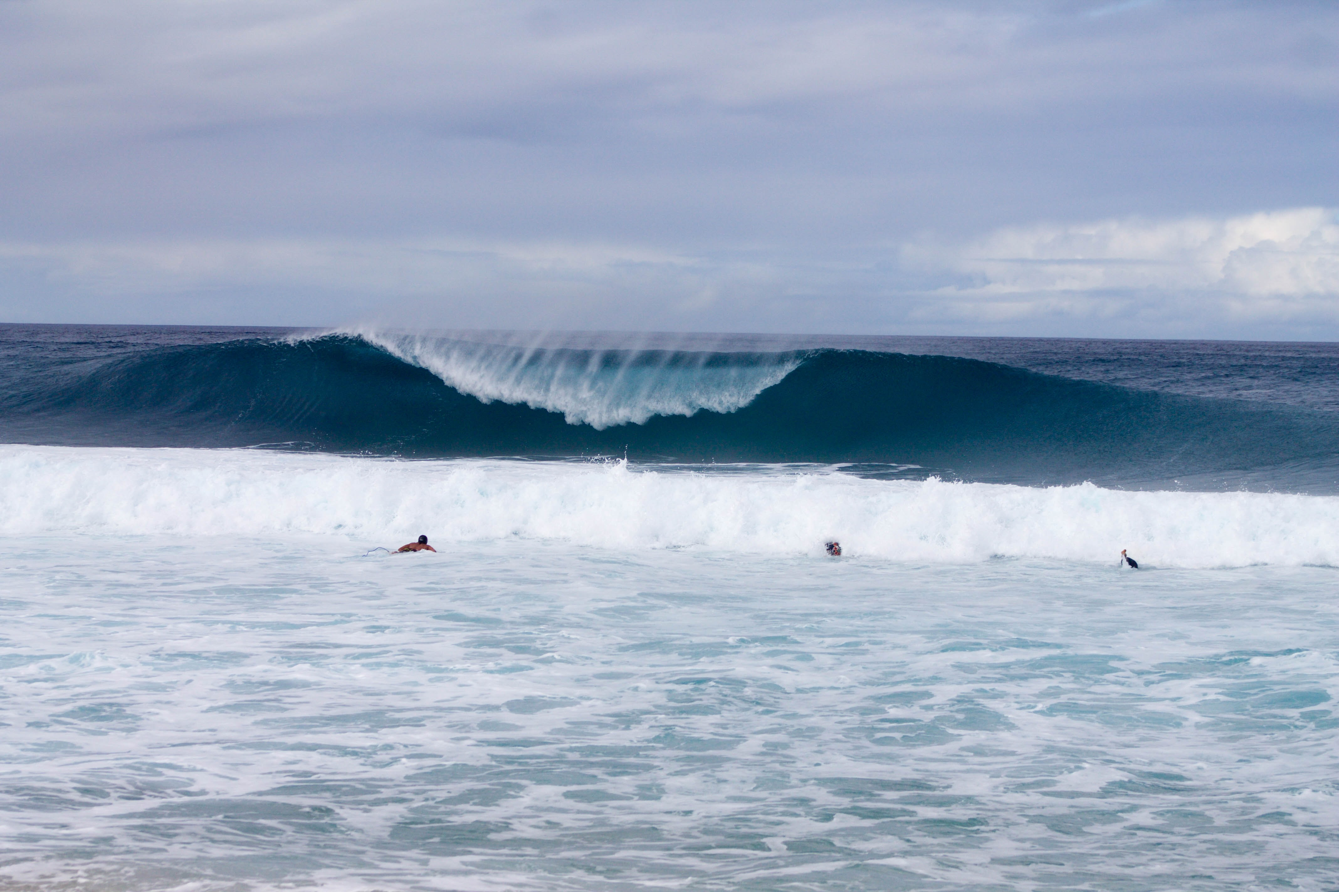Large waves coming in to shore in Hawaii.
