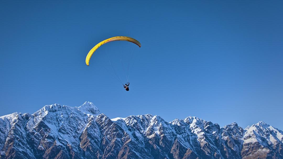 Soaring paraglider