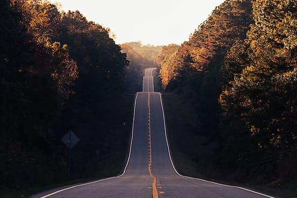 אם יוצאים מגיעים למקומות נפלאים: מבט פסיכואנליטי על התמודדות עם פרידות ועם שינויים