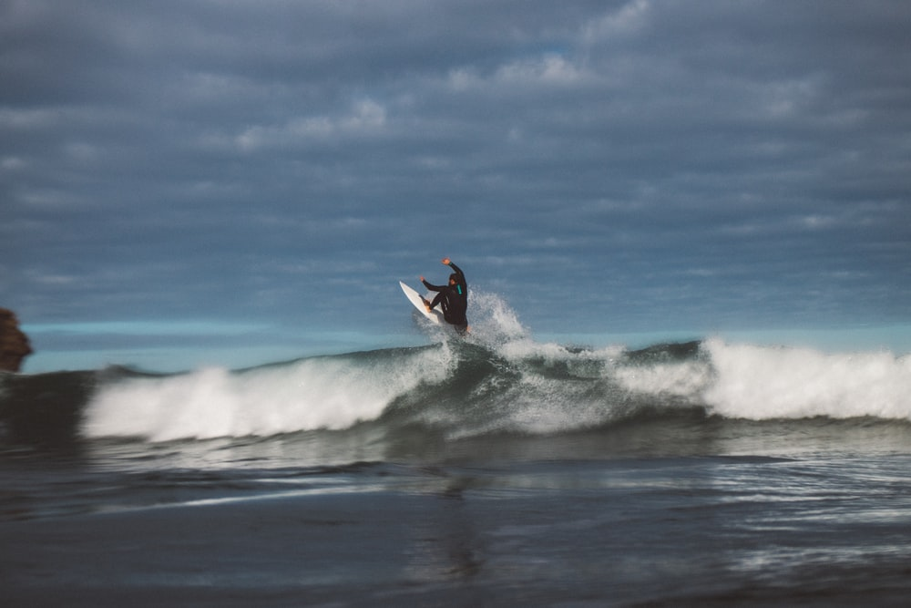 person surfing during dytime