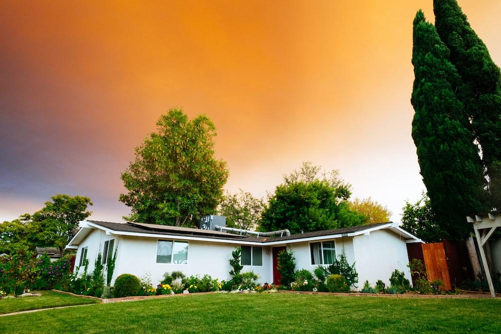 landscape photography of bungalow house