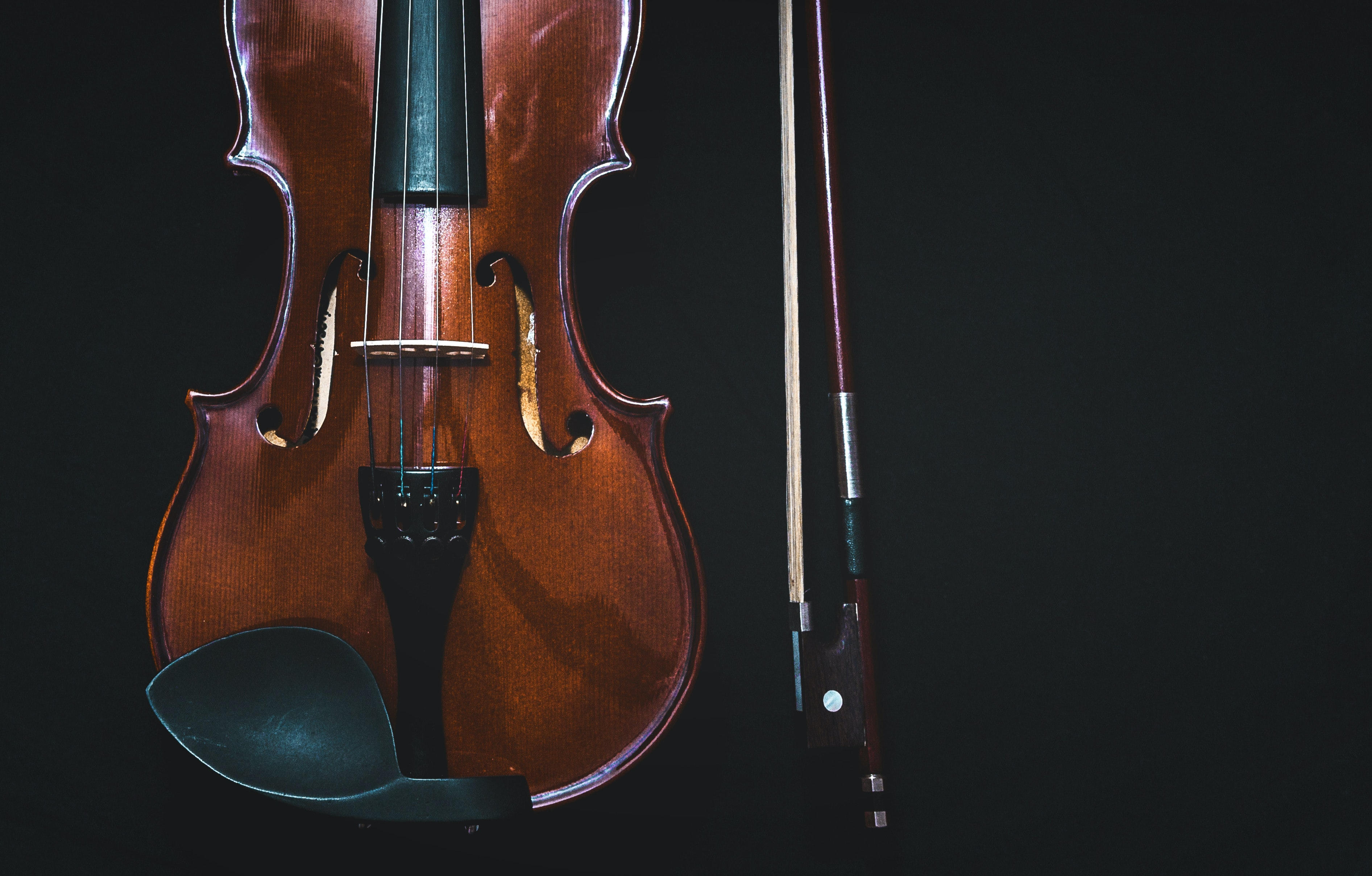 An overhead shot of a violin and a string