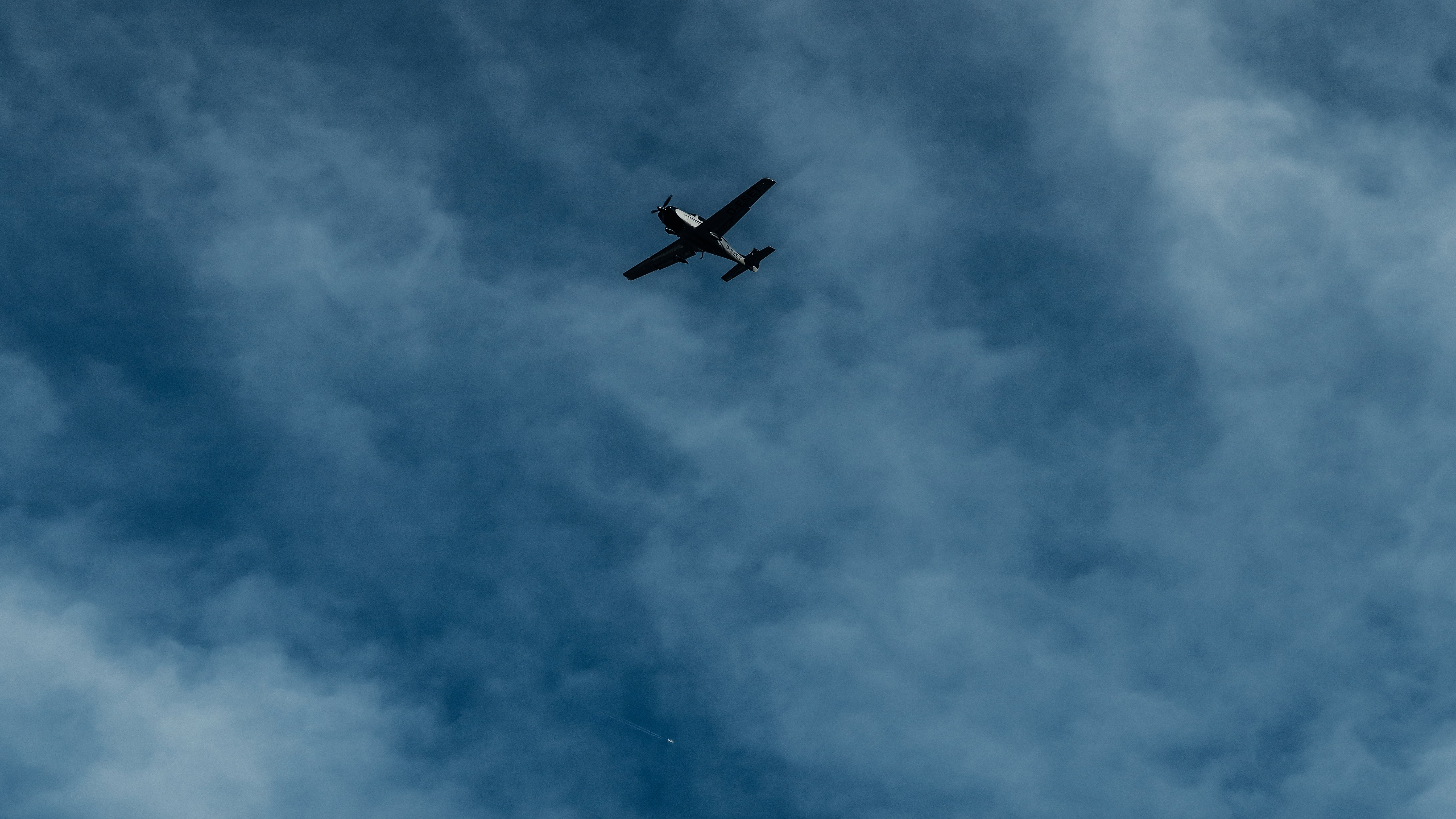 silhouette of airplane flying at daytime