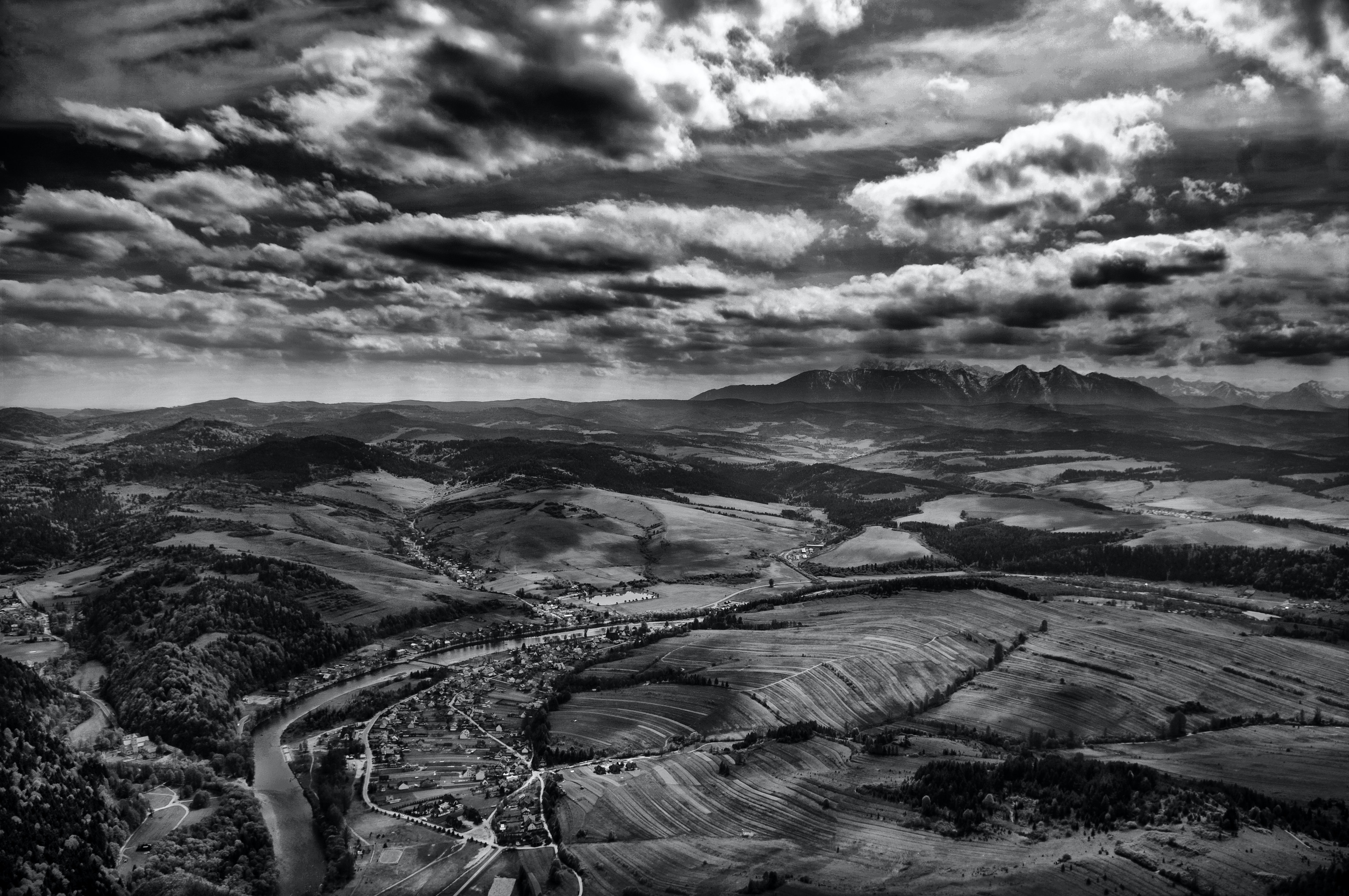 Black and white panoramic shot of dramatic cloudy sky and rocky landscape,Trzy Korony, punkt widokowy