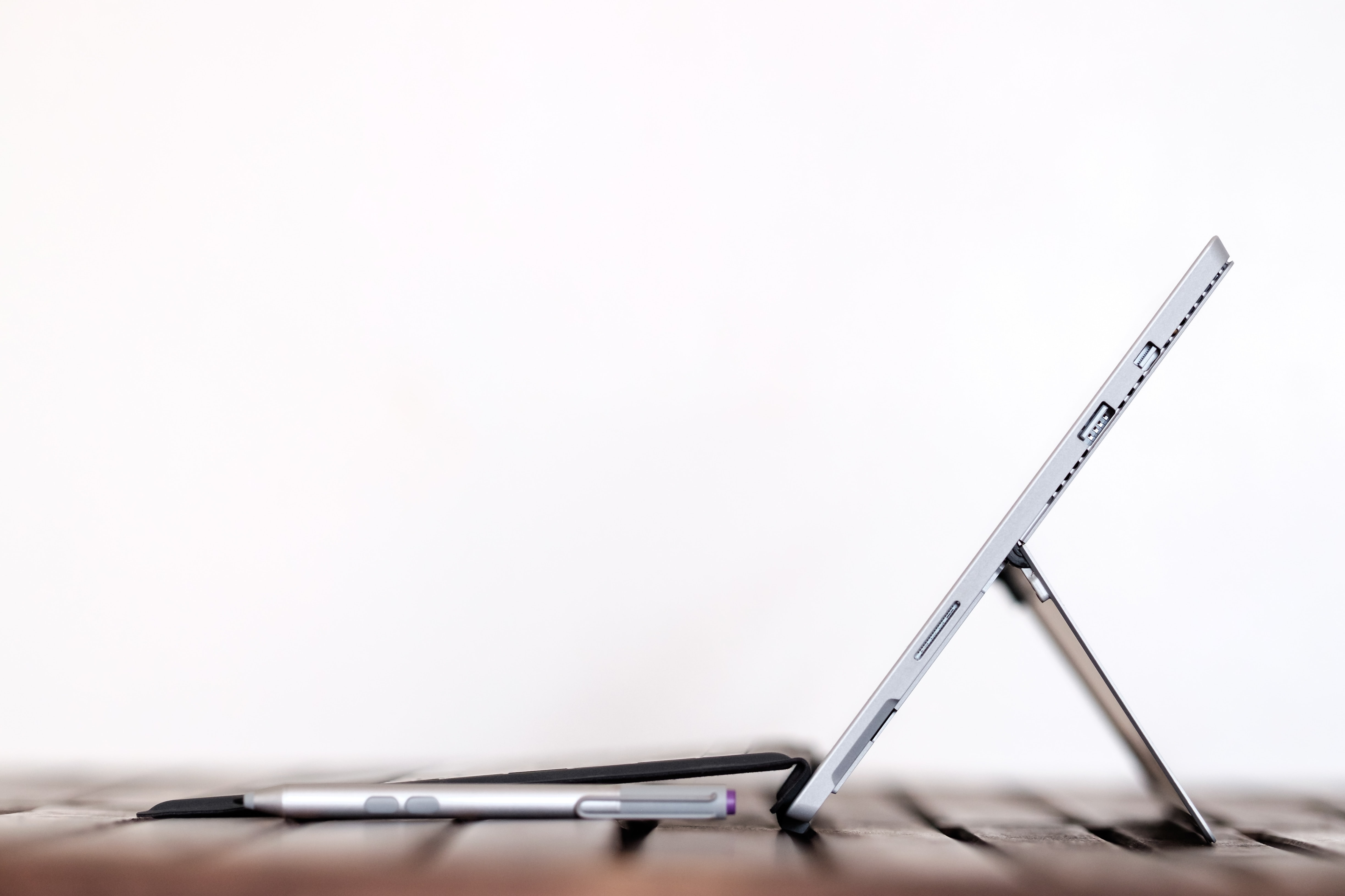 A side view of a detachable notebook with a stylus