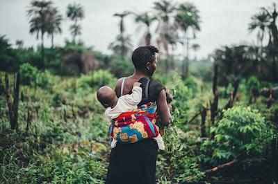 baby clinging on back sierra leone zoom background