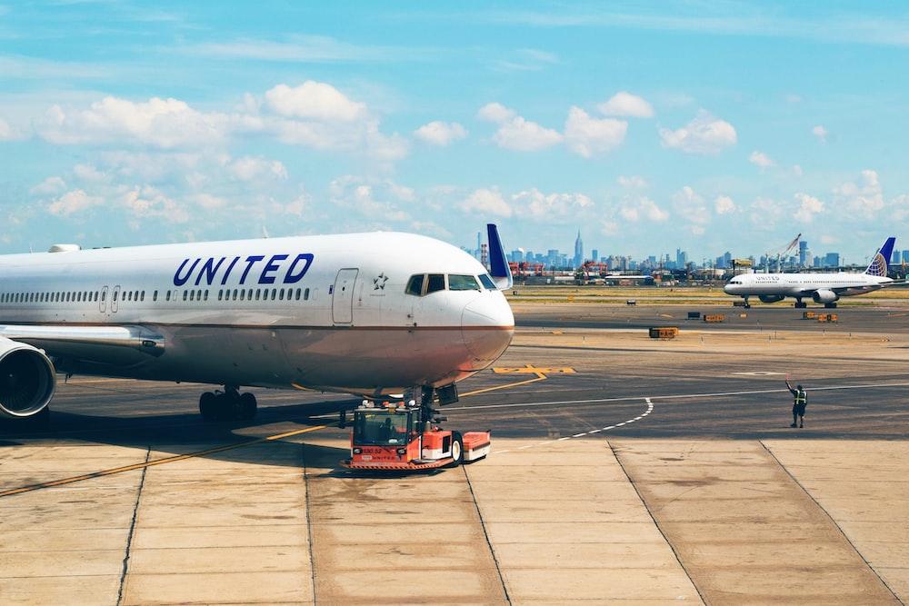 whgite United plane on park