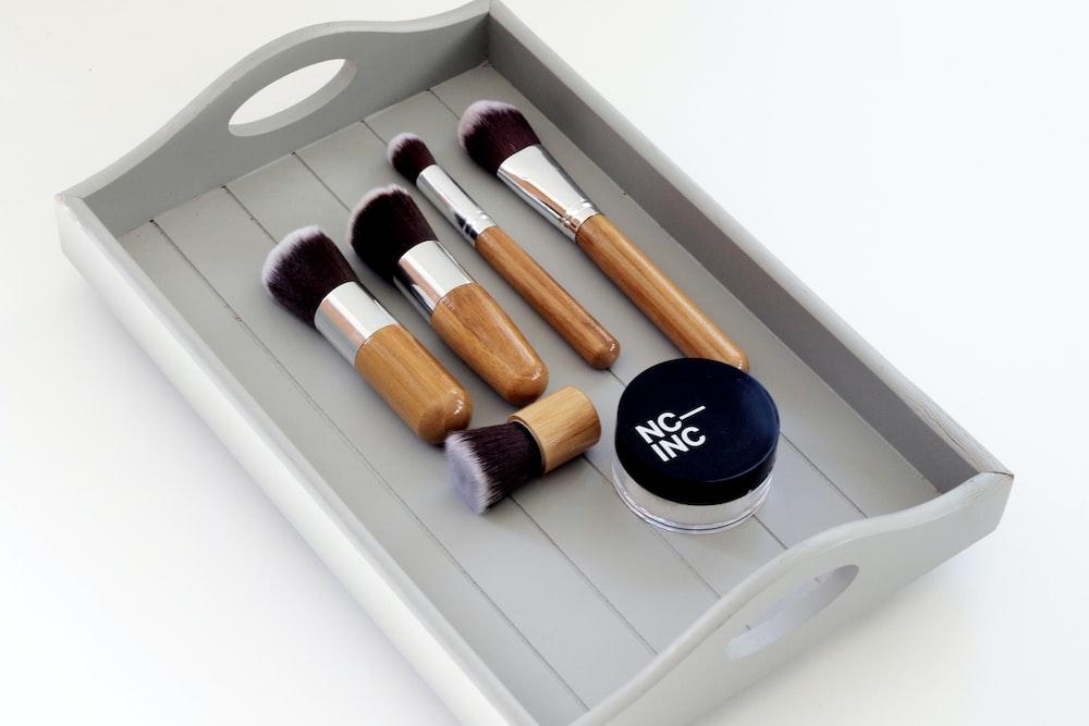 women's face brushes