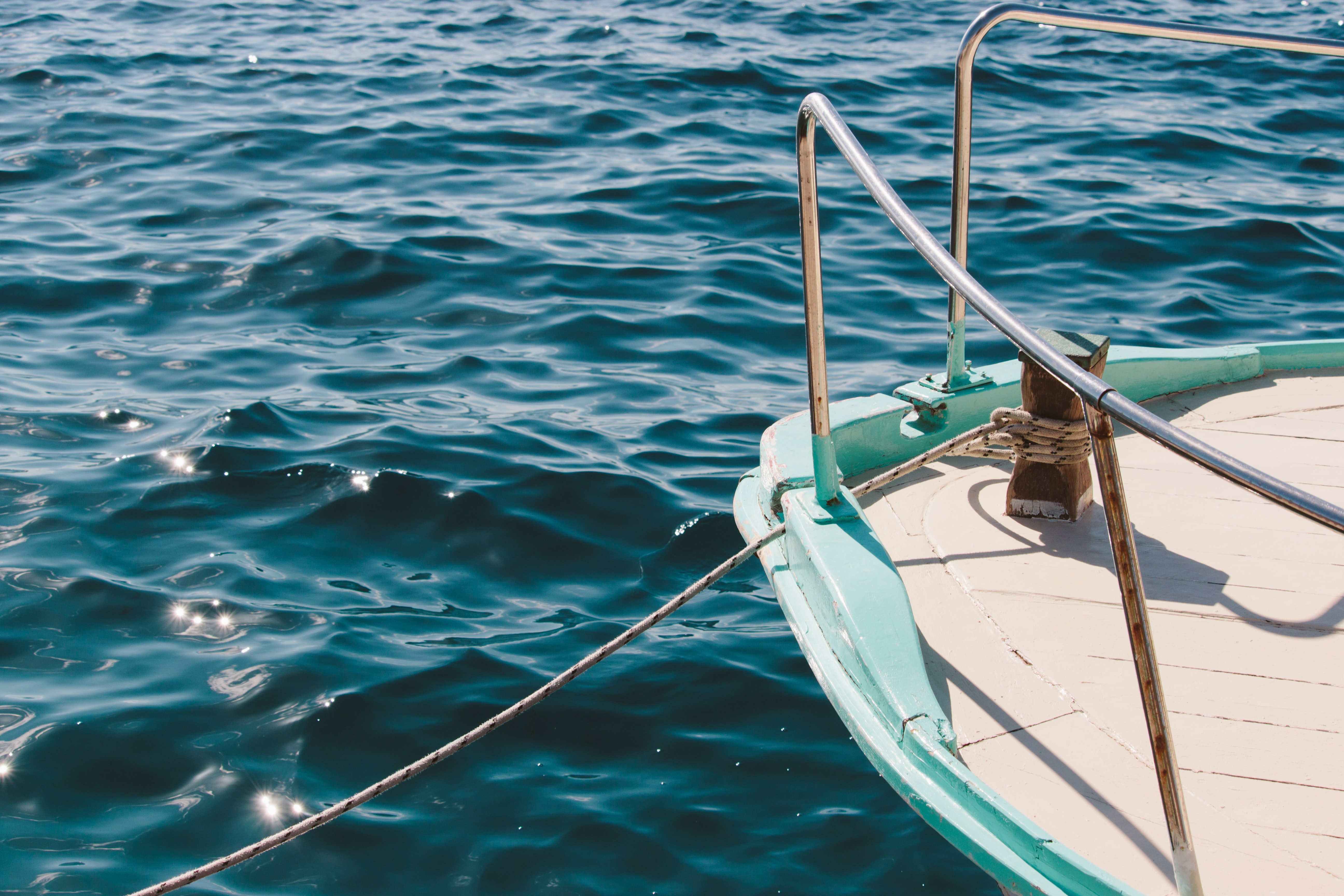 shallow focus photography of white boat