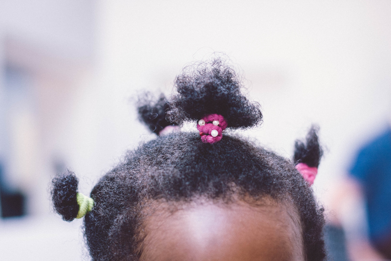 girl's black hair