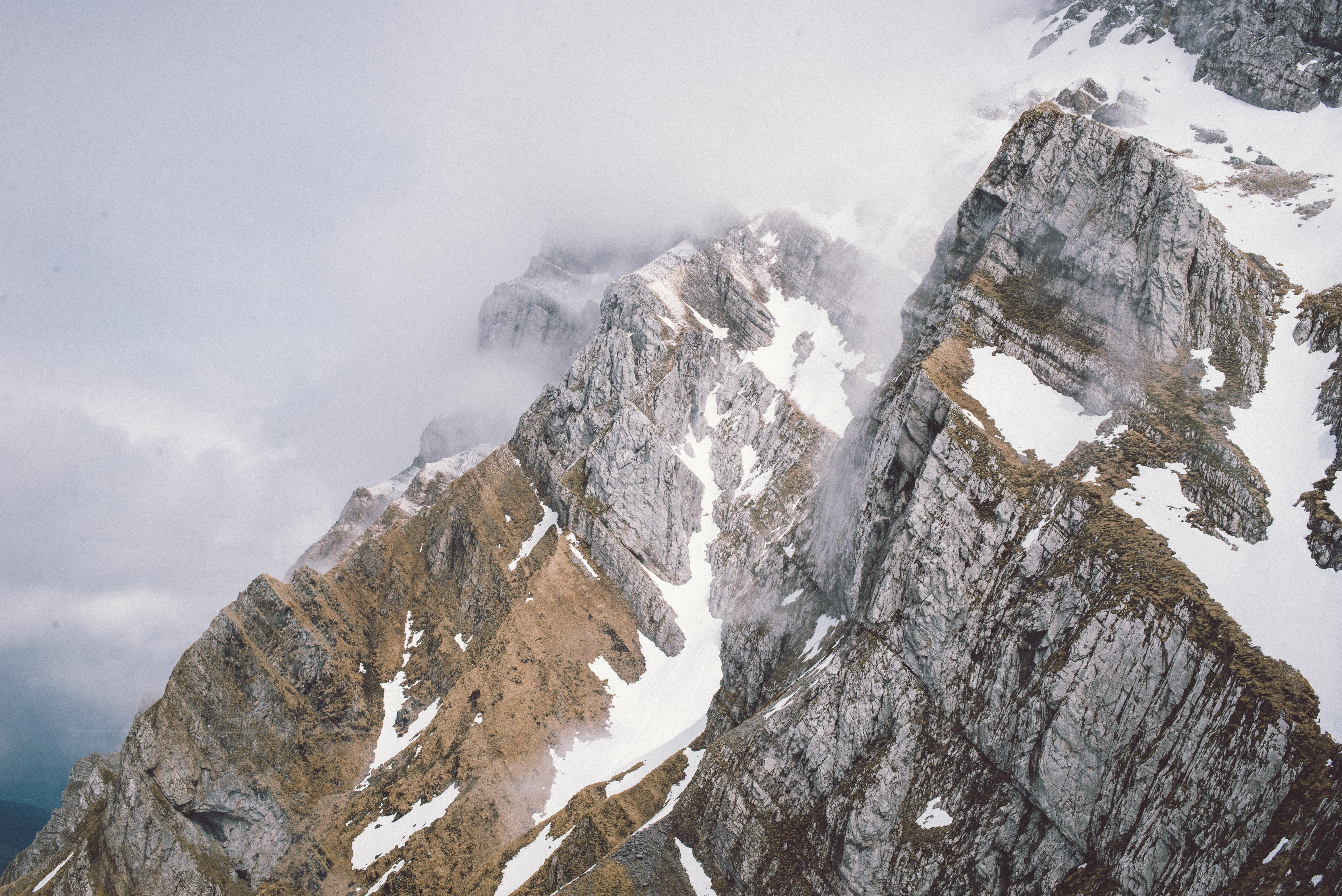close-up photography of mountain peak