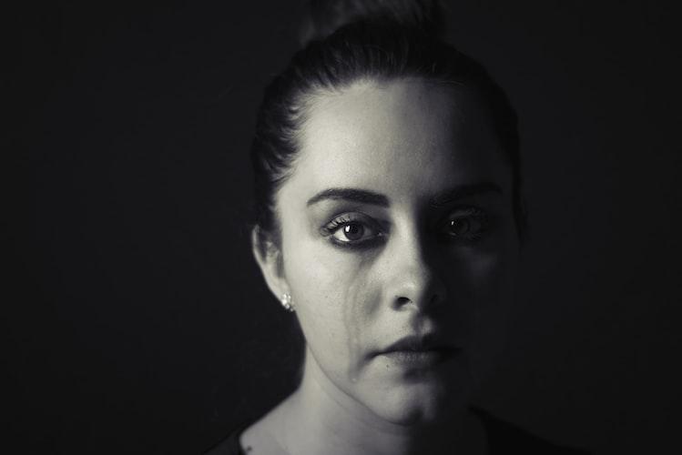 Une femme triste. | Photo : Unsplash