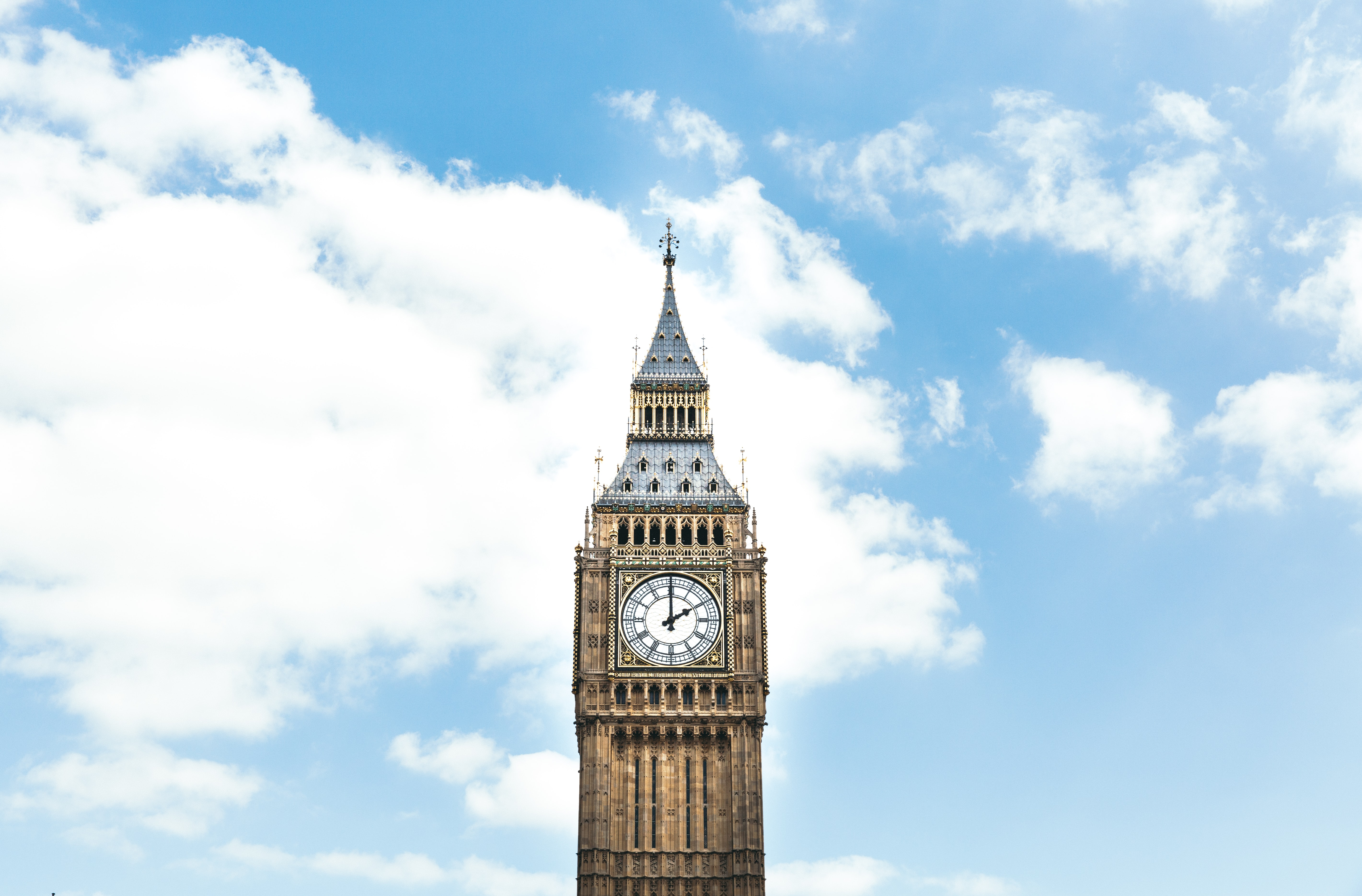 The view of the London's famous landmark, big ben with clouds over it.