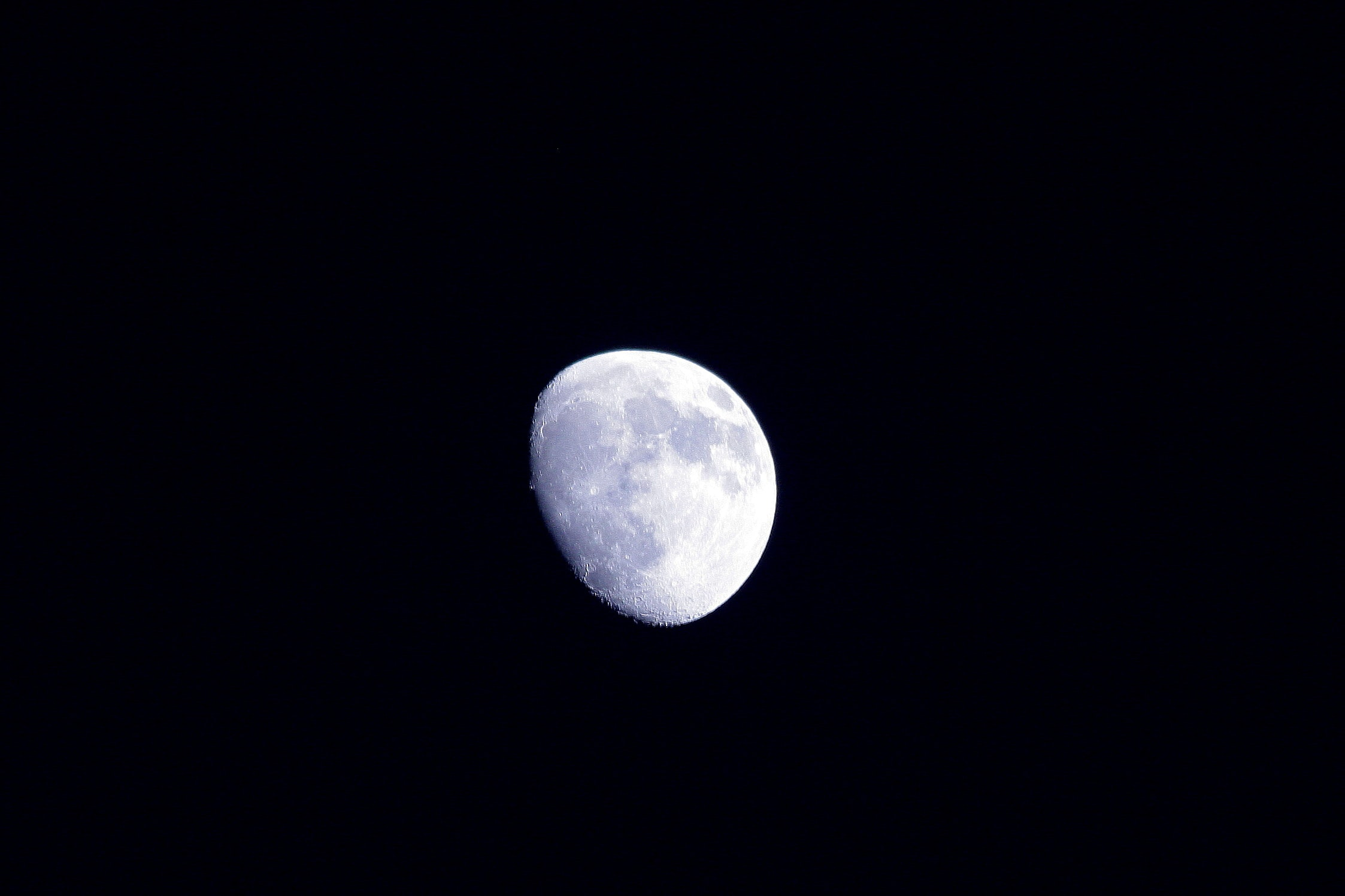 gray moon digital wallpaper