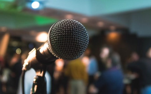 silver corded microphone in shallow focus photography