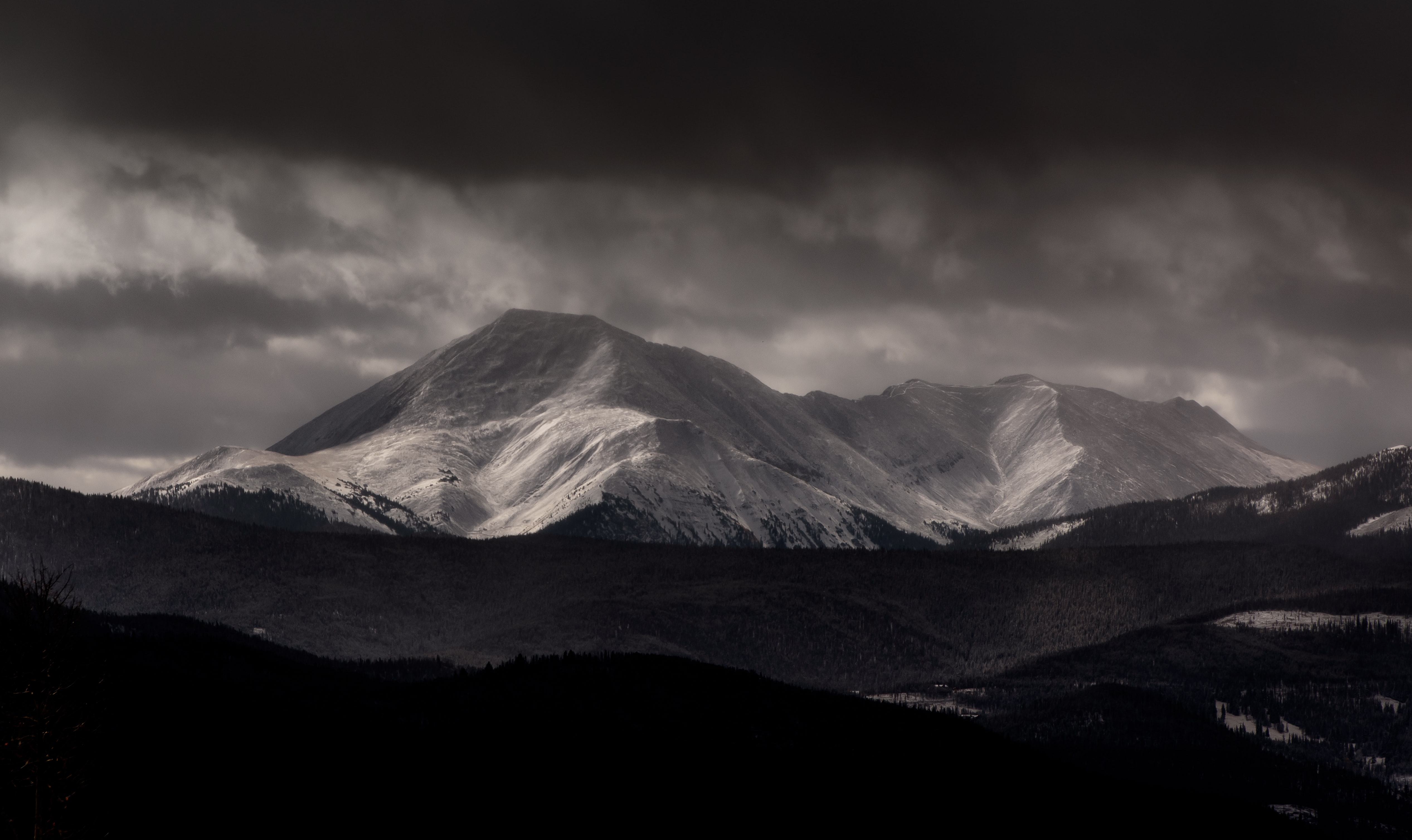 A black-and-white photo of a mountain range under clouds in Silverthorne