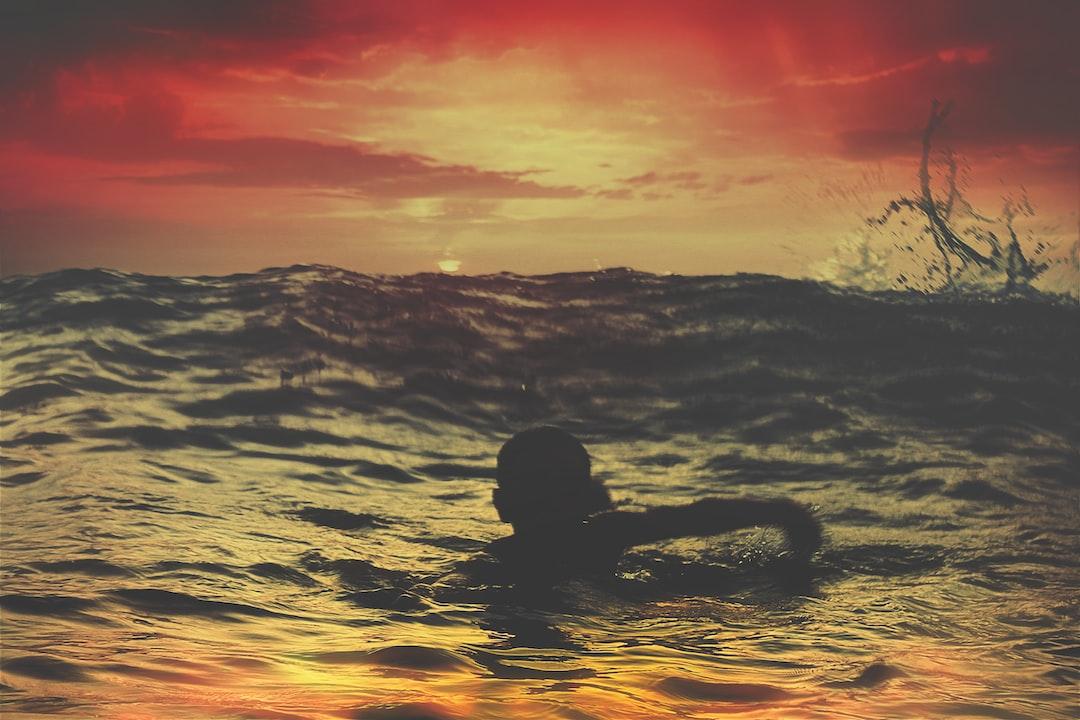 Person swimming in Asilah