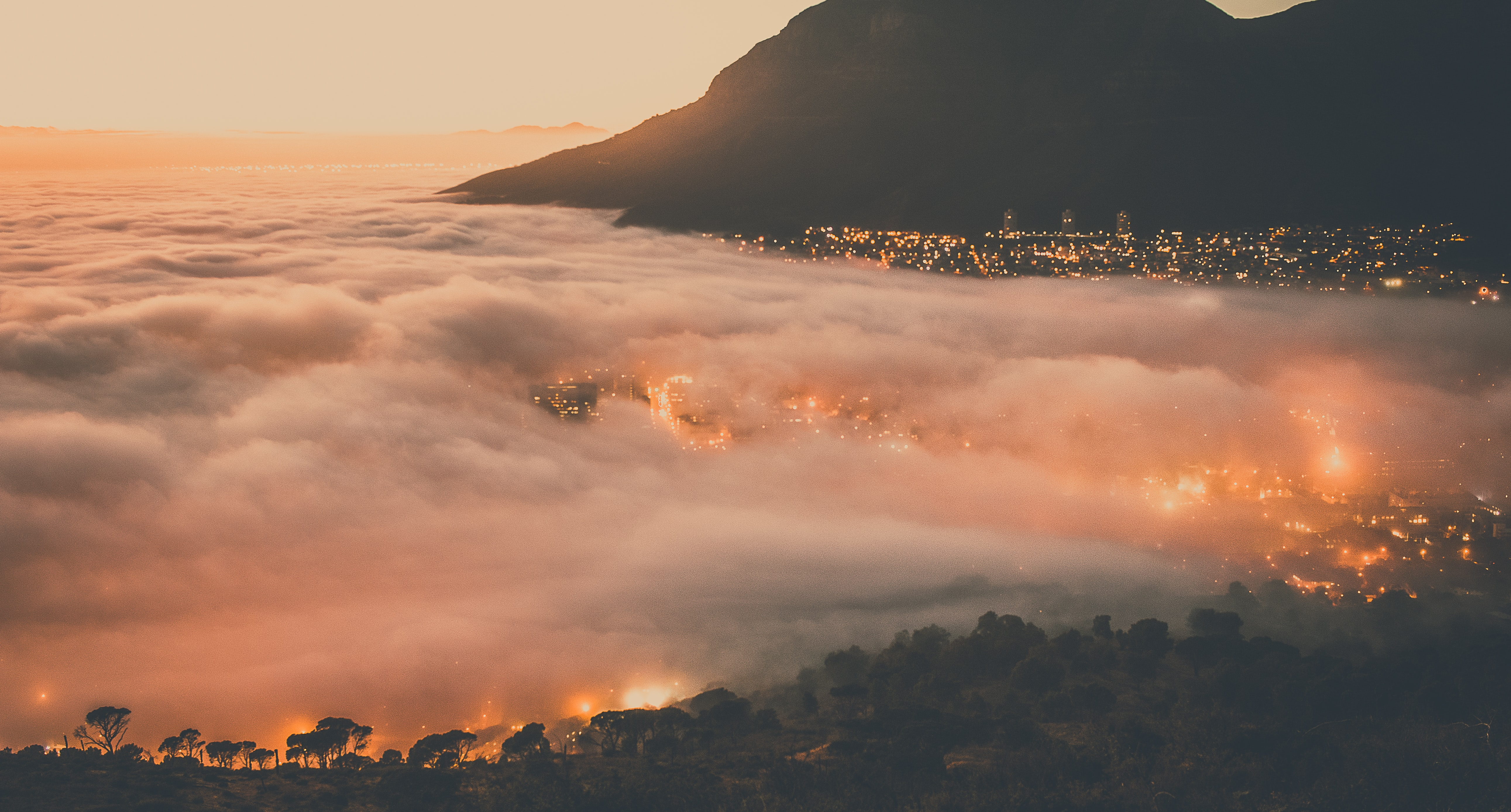 The hidden city of Cape Town covered by clouds