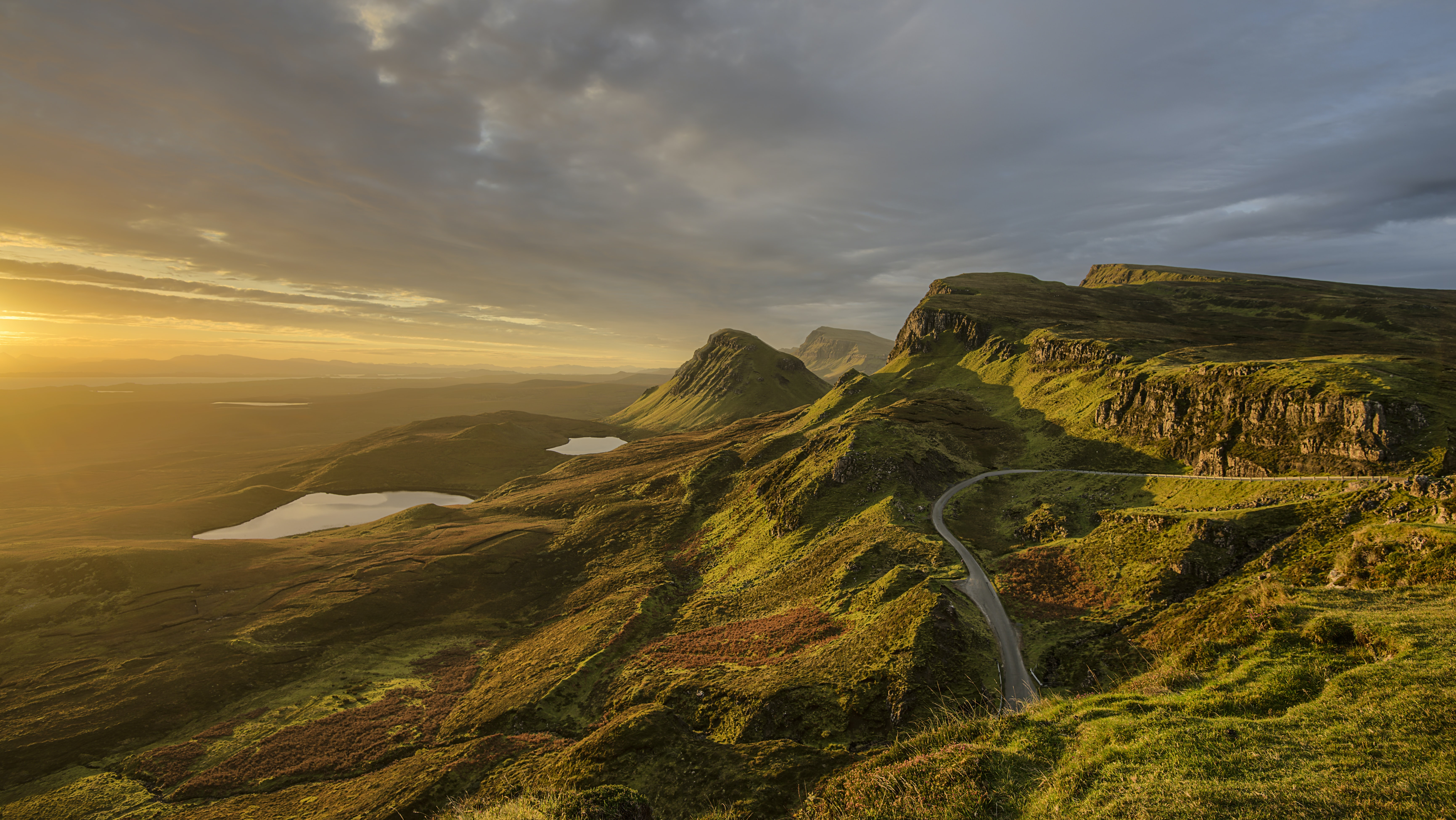 A cloudy sunset over the mountainous hills of Skye