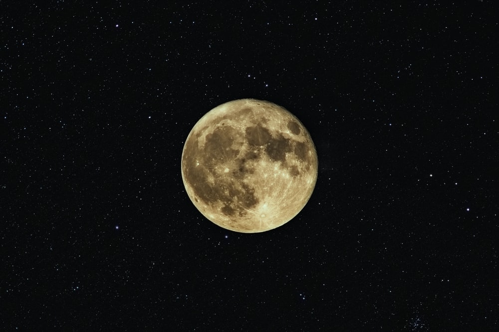 close up photography of moon