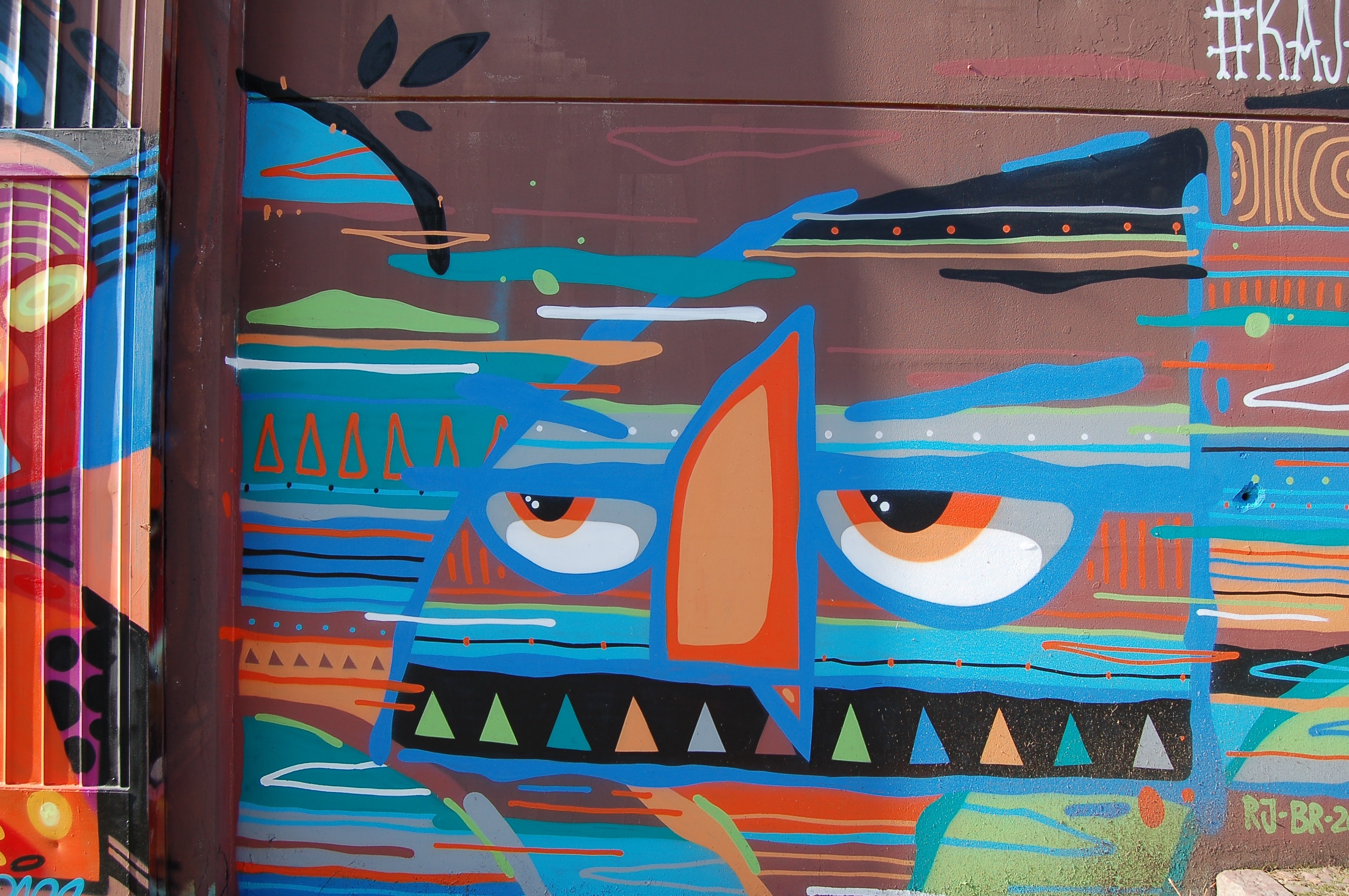 An oddly shaped cartoon face graffiti drawing.