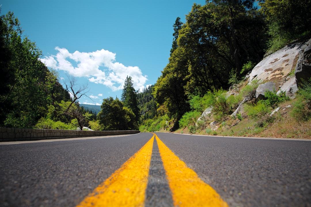 ASPHALT VS CONCRETE DRIVEWAY: COST, MAINTENANCE, AND OTHER FACTORS