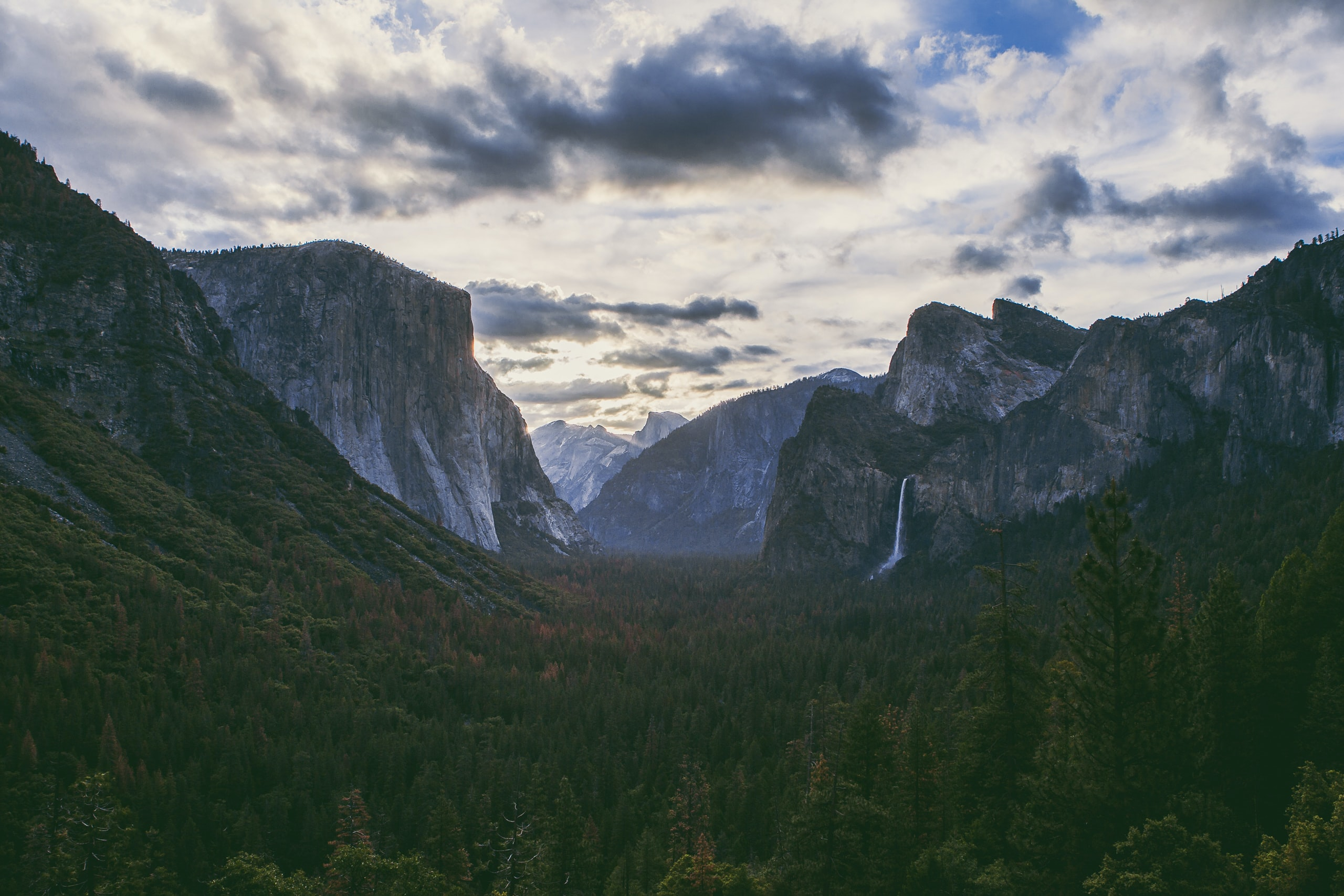 A picturesque view of the granite summits and waterfalls in Yosemite Valley