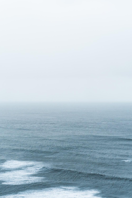 seawaves at daytime
