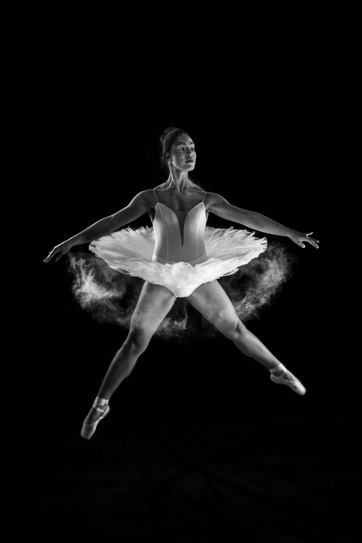 woman doing ballet dancing