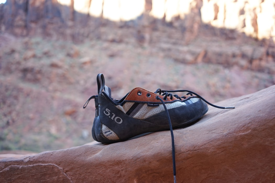 bouldering shoes can be leather or synthetic