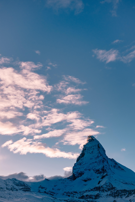 Sky, cloud, statue of ...