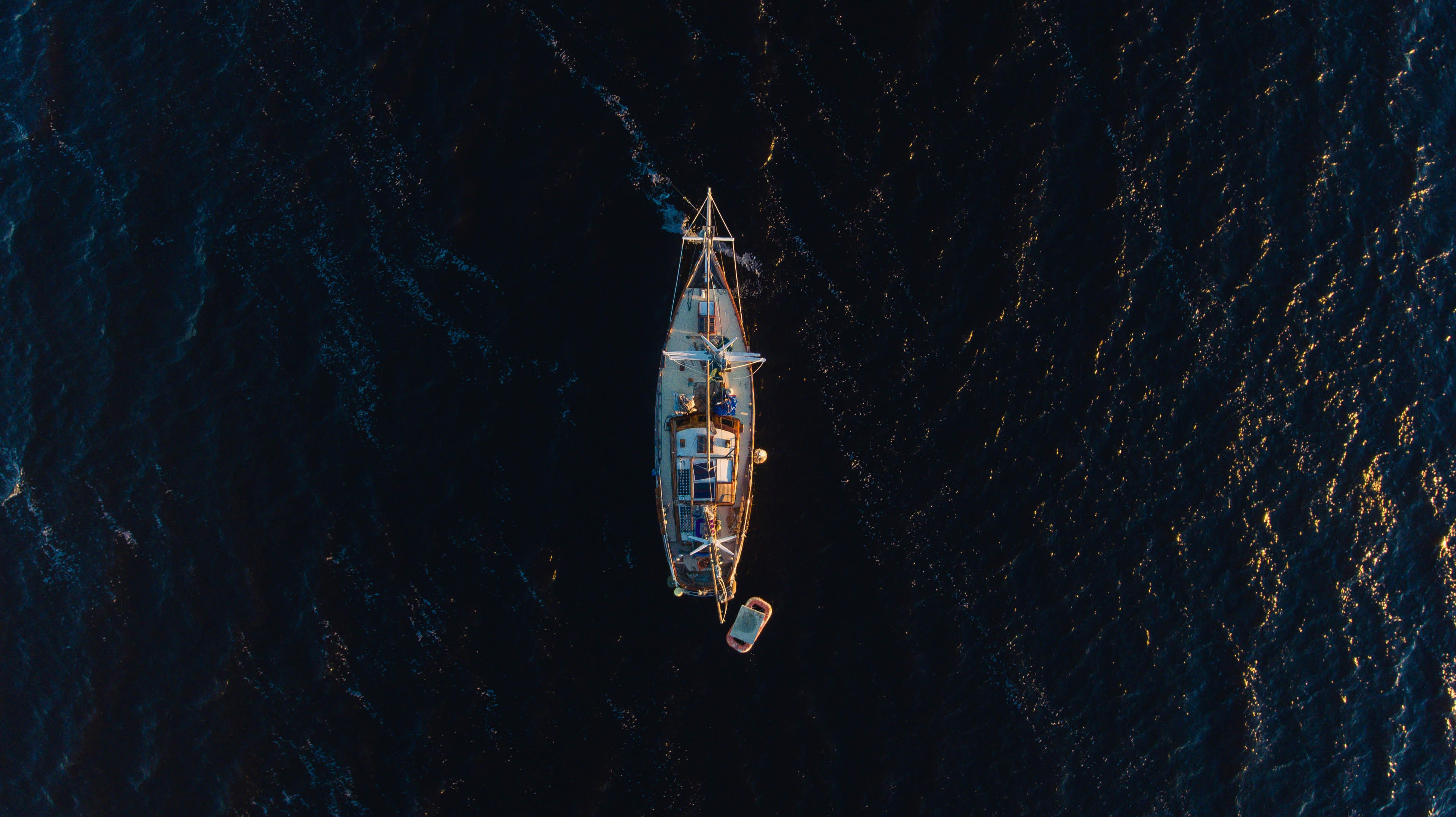A drone shot of a boat in the ocean