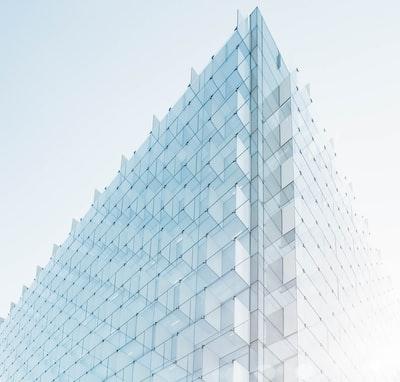 Glass plate facade edge