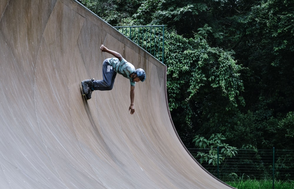 man doing inline skates during daytime
