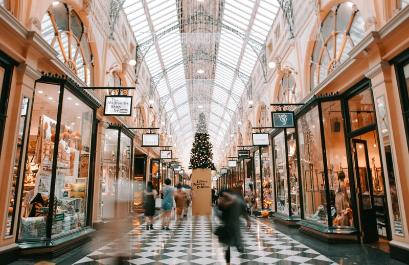 åbningstider for butikker