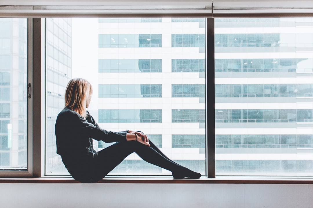 Girl Looking Out Window Pictures | Download Free Images on Unsplash
