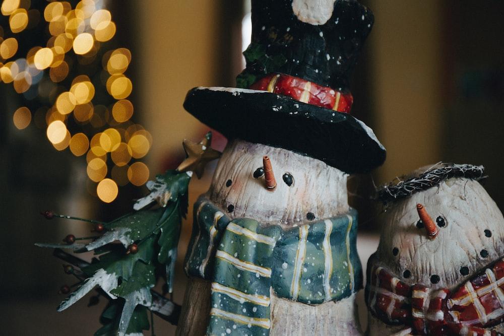 shallow focus photo of snowman figurines