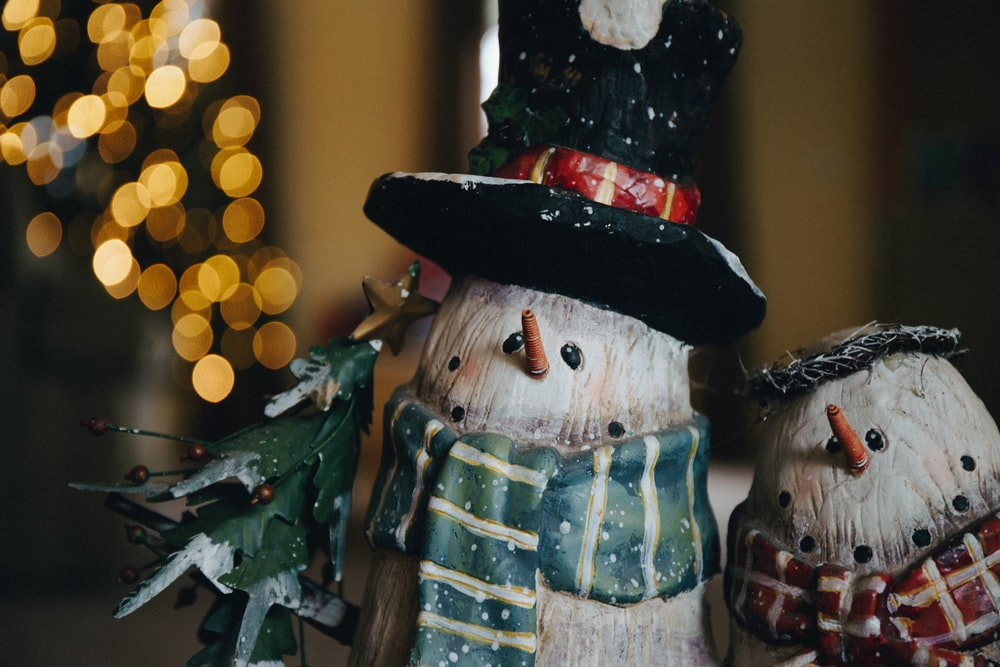 shallow focus photo of snowman figurines