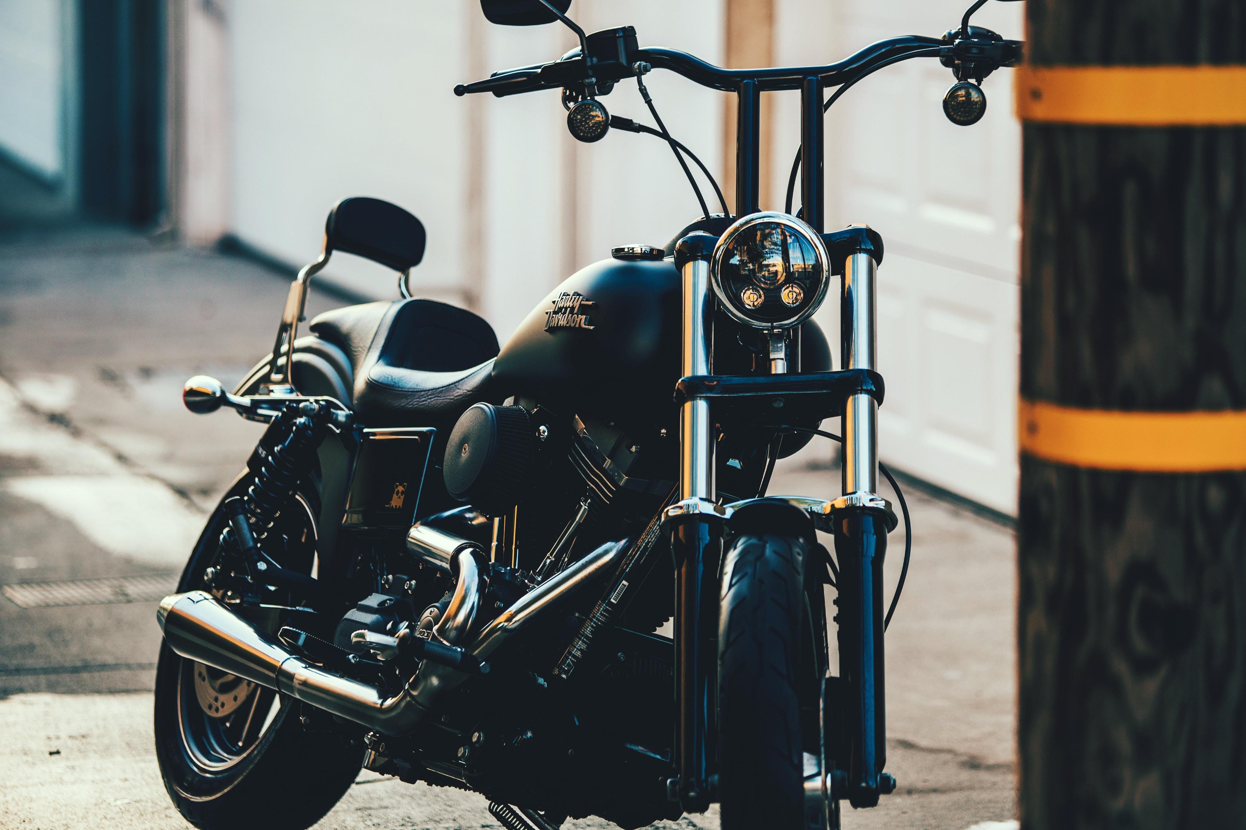 black cruiser motorcycle near black street post